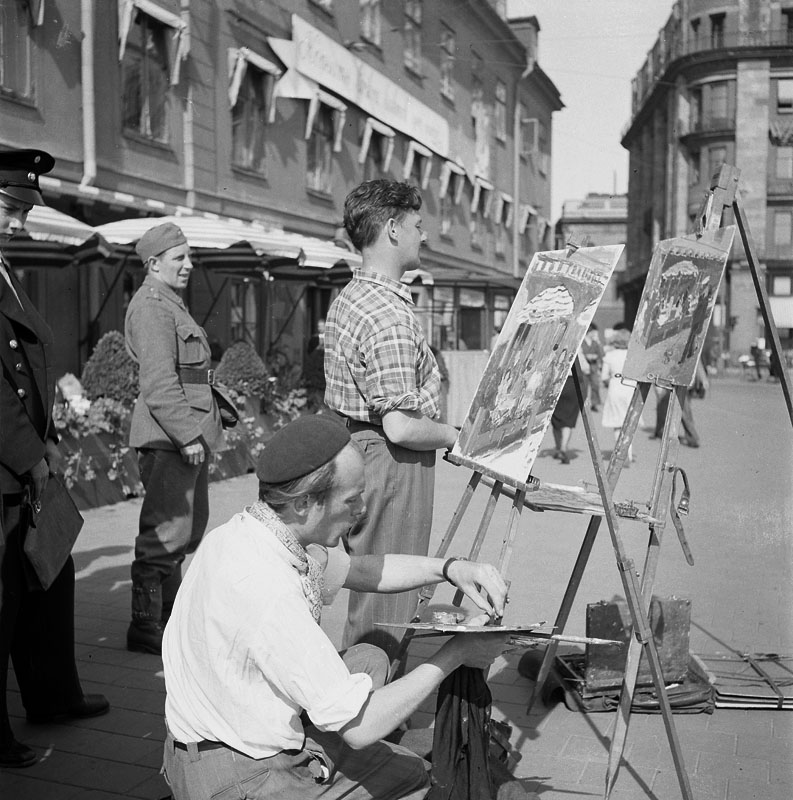 Konstnärer målar ute på gamla tegelbacken.